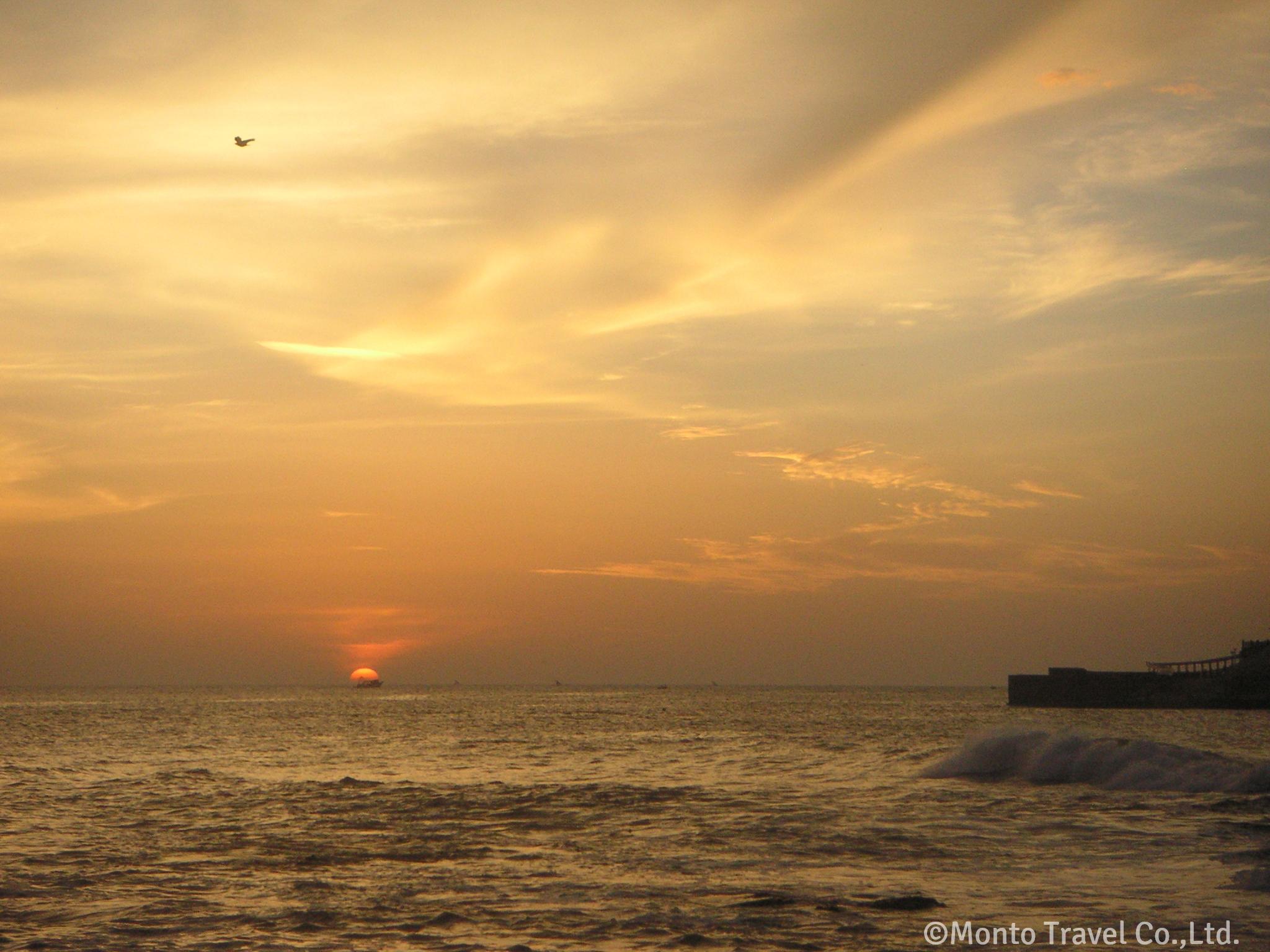 インド最南端の岬カンニャクマーリーの日の出
