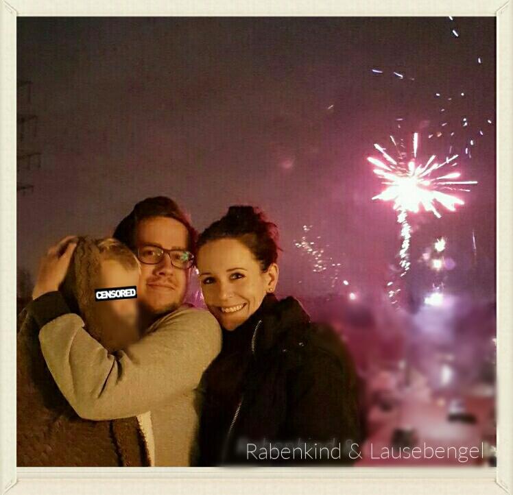 Frohes Neues Jahr! Der Lausebengel wurde pünktlich zum Feuerwerk wach und durfte mit uns staunen.