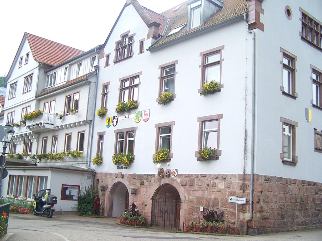 Rathaus von vorne