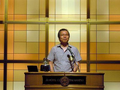 クラブの新年度の運営方針を発表する吉田茂会長