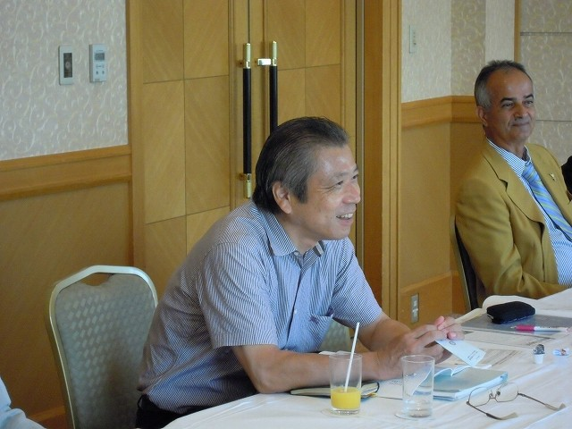 例会に先立ち会長・幹事懇談会開催