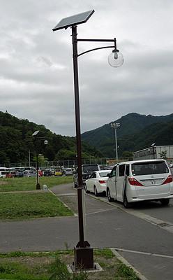 通学路に設置されたソーラー街灯