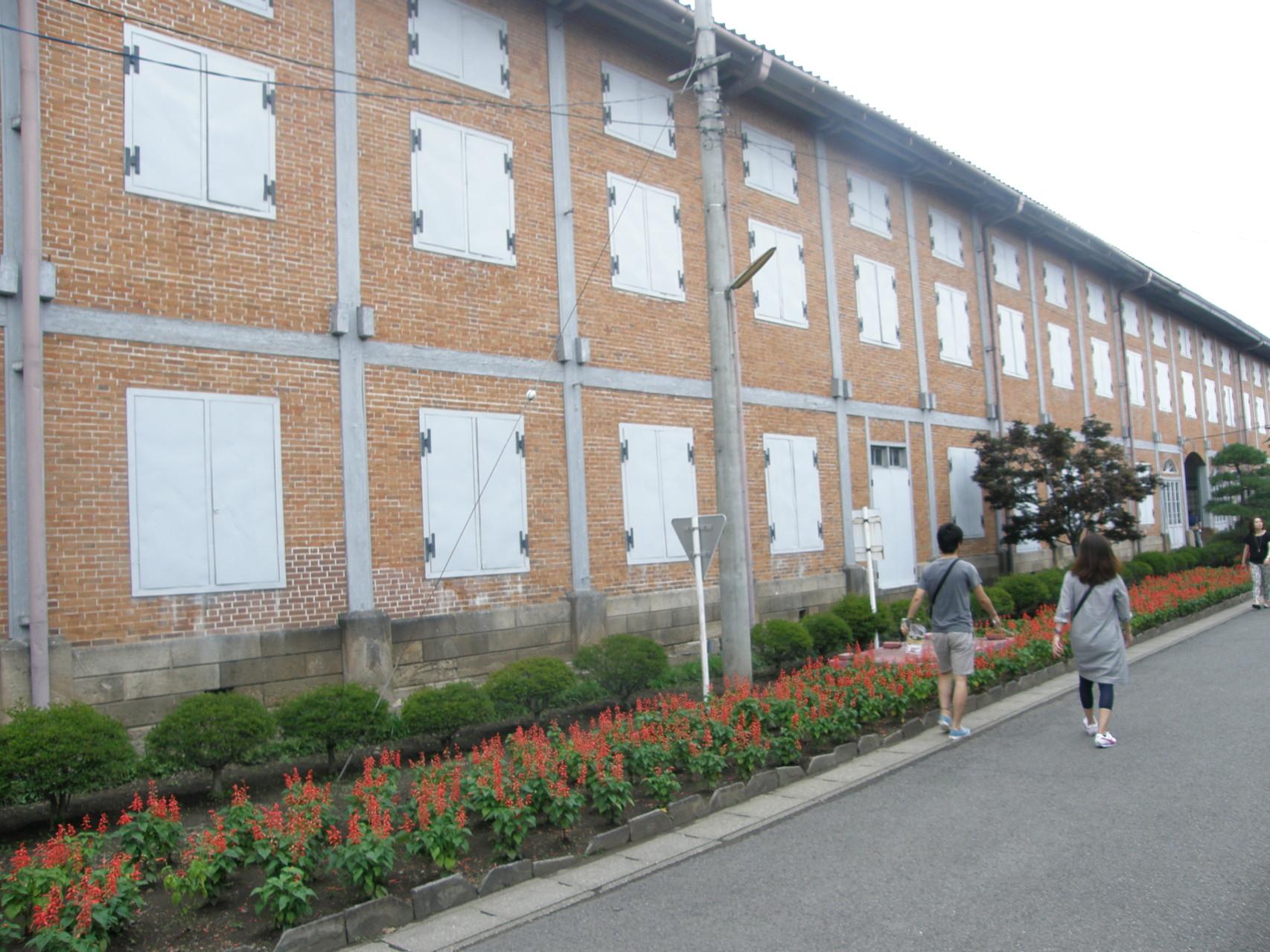 東繭倉庫南側