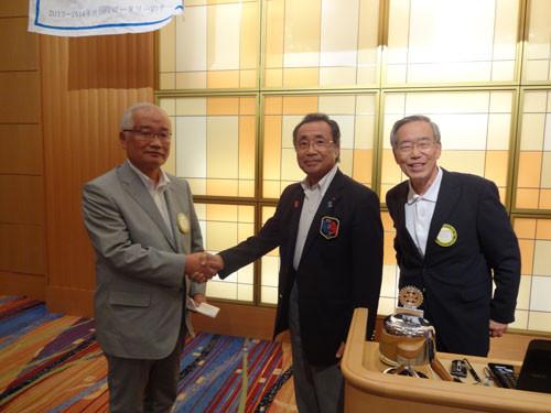 森 恒弘会員が財団寄付マルチプルフェロー賞($3,000)表彰をガバナーから授与されました