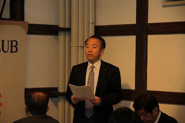 堀委員長が職場訪問例会の意義を説明