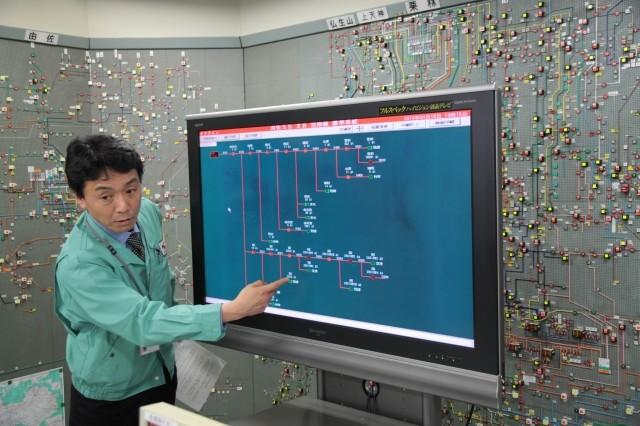 模擬停電の復旧作業を見学