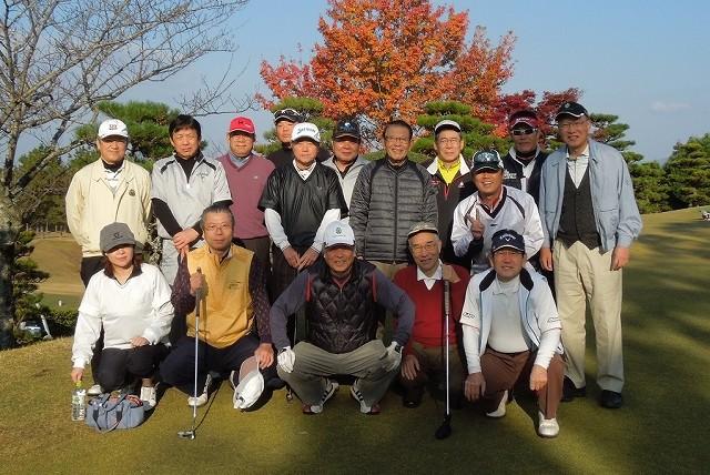 紅葉の美しい高松ロイヤルカントリークラブで記念撮影