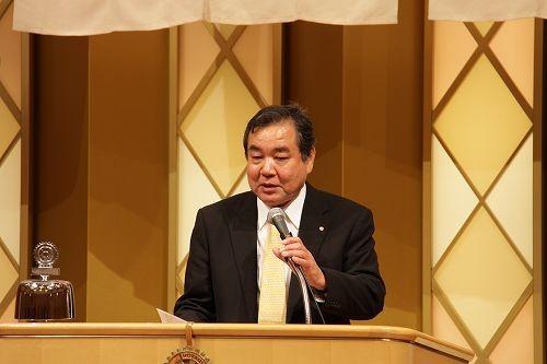 篠田日出海幹事が幹事報告