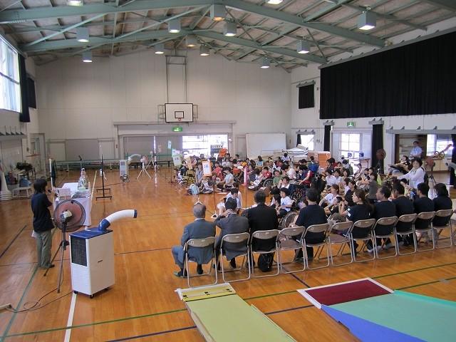 高松養護学校体育館で夏期集中研修会の開会式