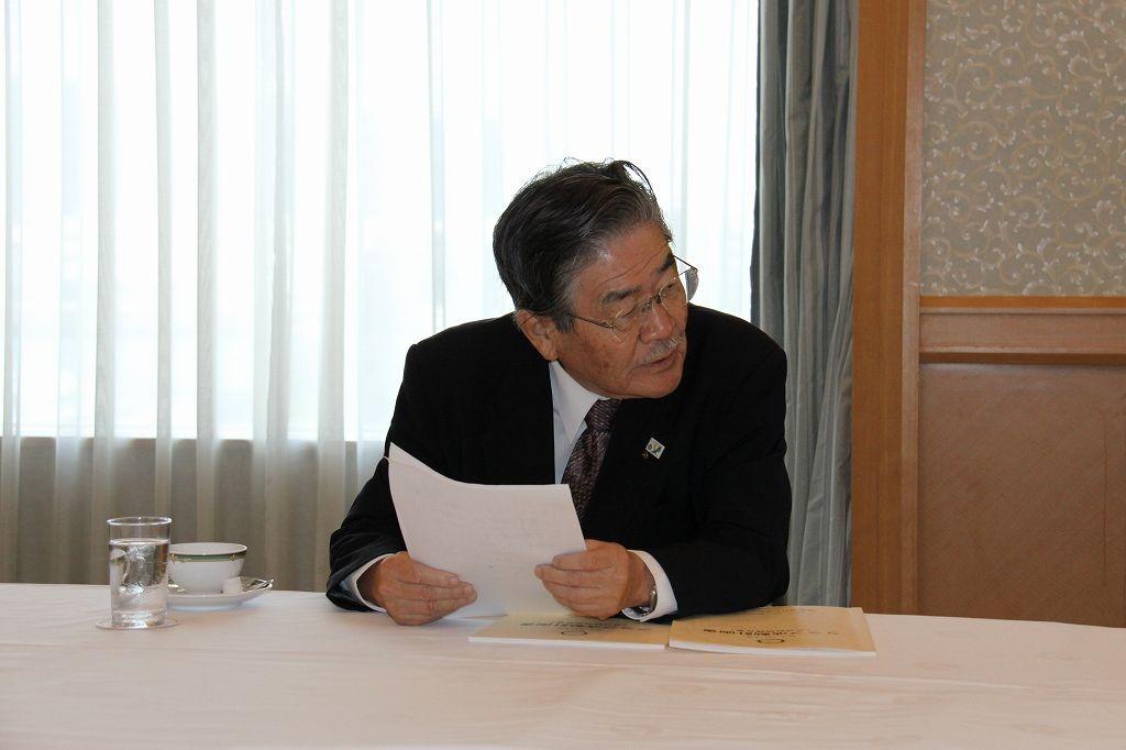 香川第1分区の日野博夫ガバナー補佐が高松南RCの概要を報告