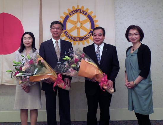 藤田 徳子・和田 節代会員からご苦労様と花束の贈呈!