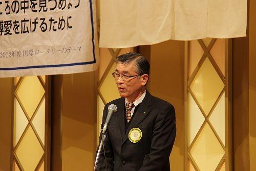 会員・家族・香川大学RAC会員に挨拶する詫間行芳会長