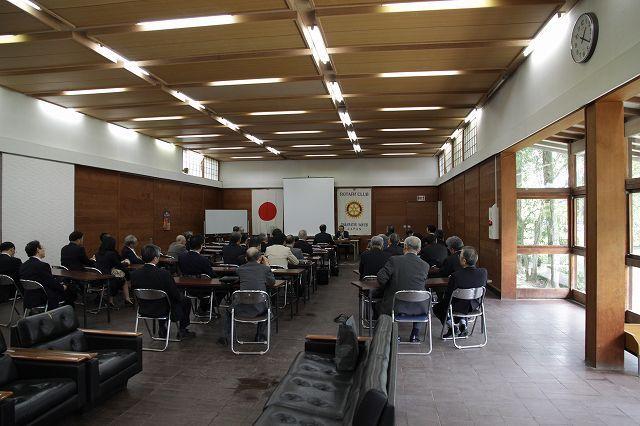 津森明氏が「栗林公園の魅力」について記念講演