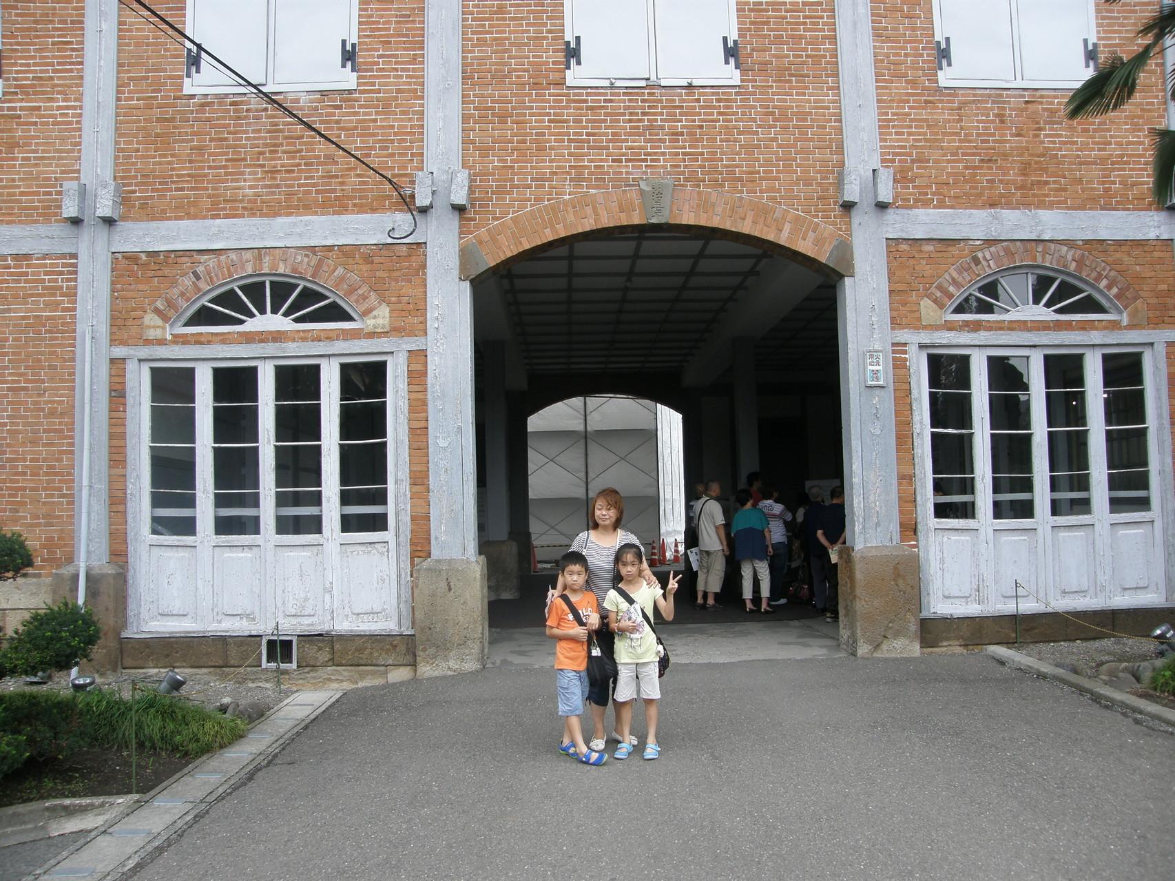東繭倉庫中央