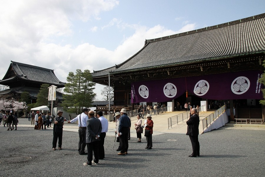 知恩院本堂 東日本大震災で法然上人遠忌は延期