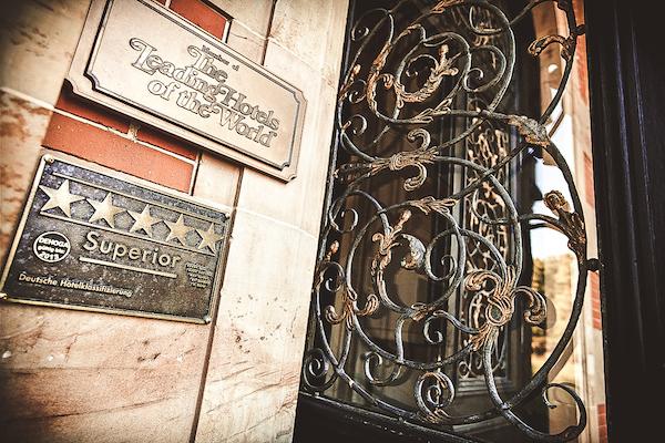 Eingang-Villa-Rothschild-Kempinski