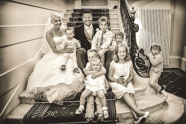 Brautpaar-mit-Kindern