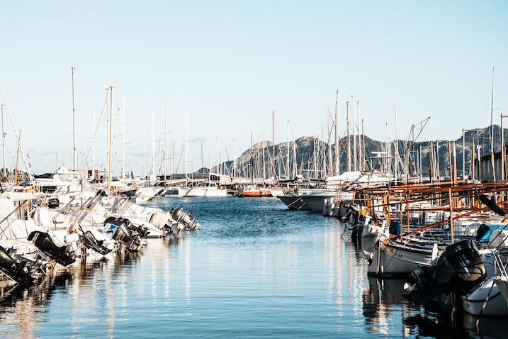 Segelboote am Hafen