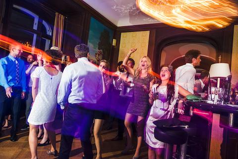 Hochzeitsgäste-Tizians-Bar-Villa-Rothschild