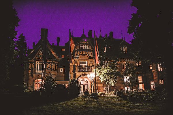 Villa-Rothschild-Kempinski-bei-Nacht