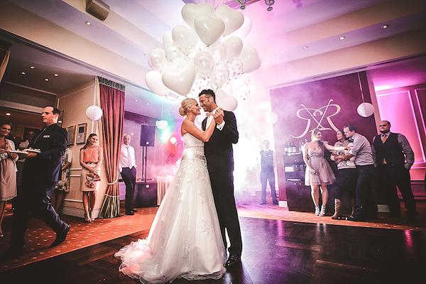 Erster-Tanz-Hochzeitspaar