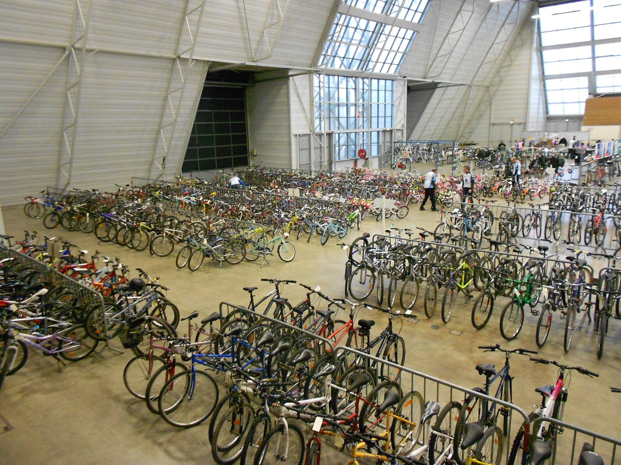 3000 m2 d'exposition - assez de place pour tester votre vélo avant de l'acheter