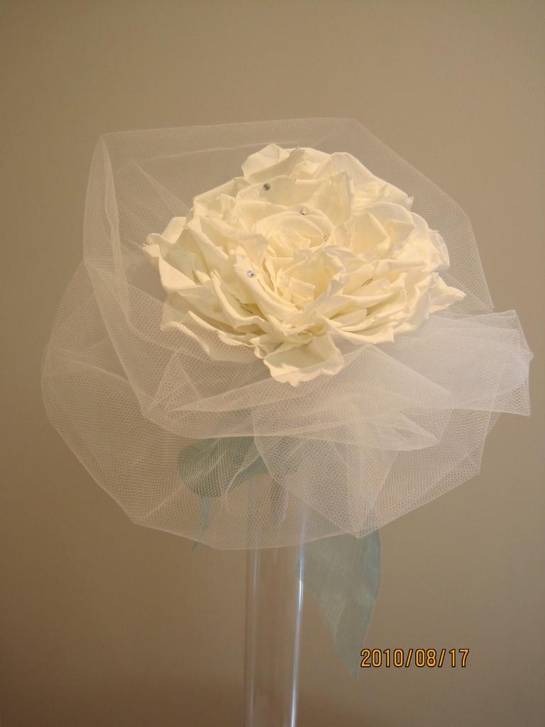 こちらは娘さんの結婚式のために、お母様が手作りされました。グリーンのドレスに合わせたローズメリアのブーケ。
