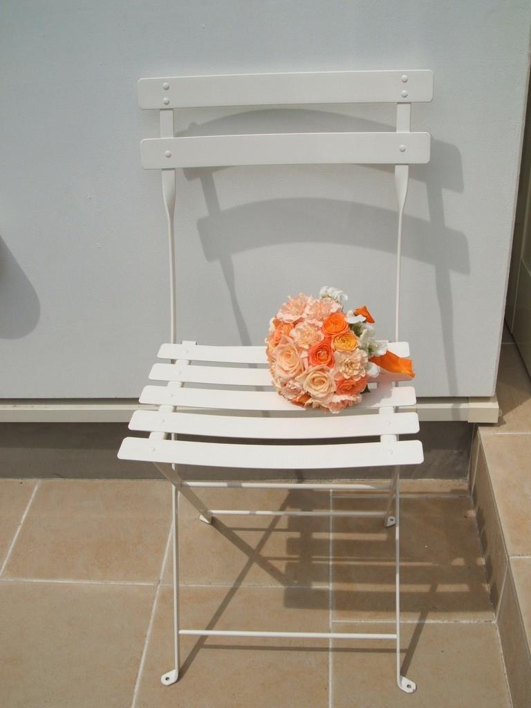 ナチュラルで優しい雰囲気のオレンジのブーケ。太陽が似合います。