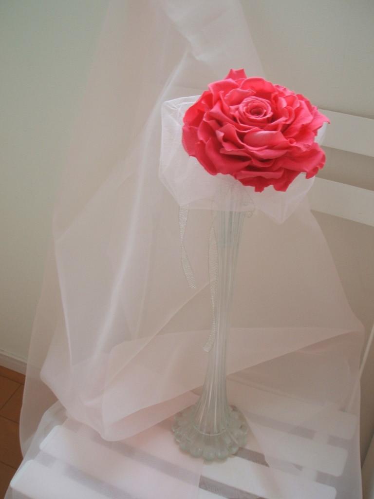 ピンク一色で作ったローズメリア。シルバーのリボンを添えて、大人の女性に似合うブーケに。