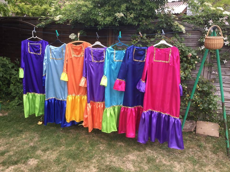 Des robes hautes en couleurs pour l'une des danses du spectacle de 2018 / Sylvie