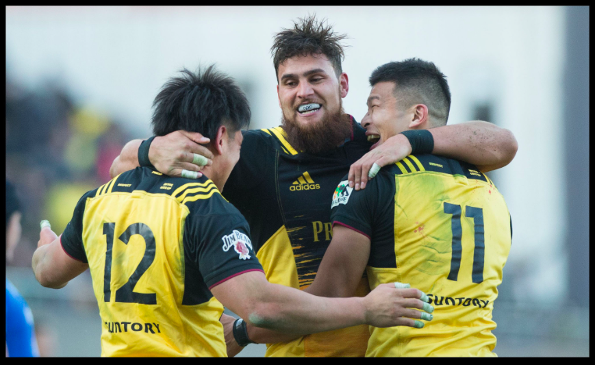 Suntory players celebrate after the game – John Gunning, Inside Sport: Japan, Jan 13th, 2018
