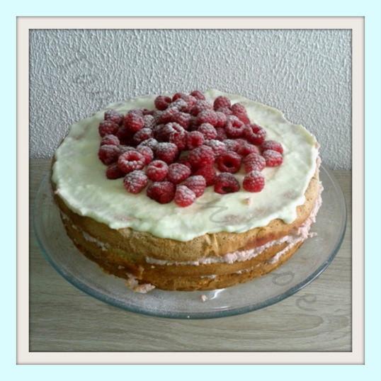Vanillecake met karnemelkcreme & frambozen
