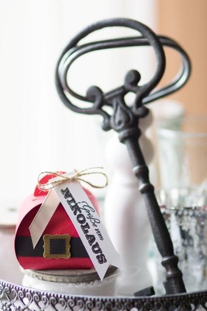 Diese süße Verpckung zum Nikolaus-Tag habe ich ganz oft im Netz gesehen und fand sie so toll, dass ich sie mal nachwerkeln musste...