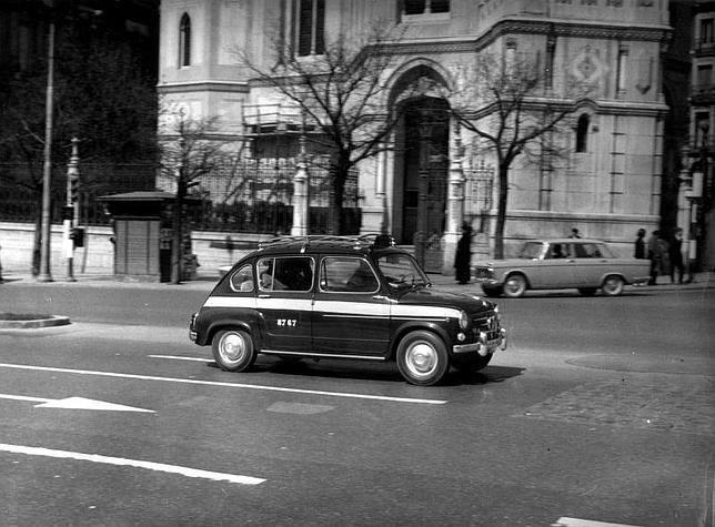 Micro taxi Seat 800 por Madrid
