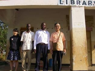 PRAfrica創設当初からのUGサイド役員?の一人Francis(左から(2人目)と初対面。