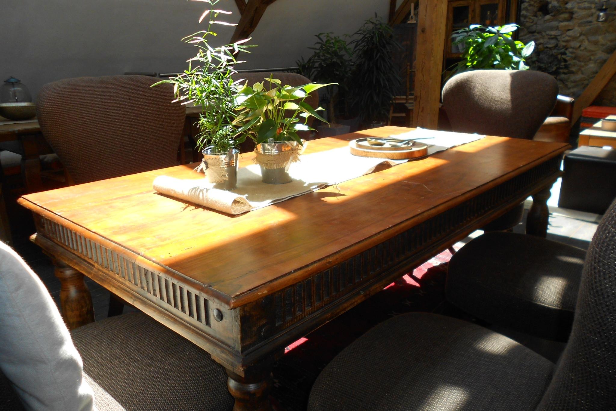 Tische 094023 . 1 Stk. / Stühle 094053