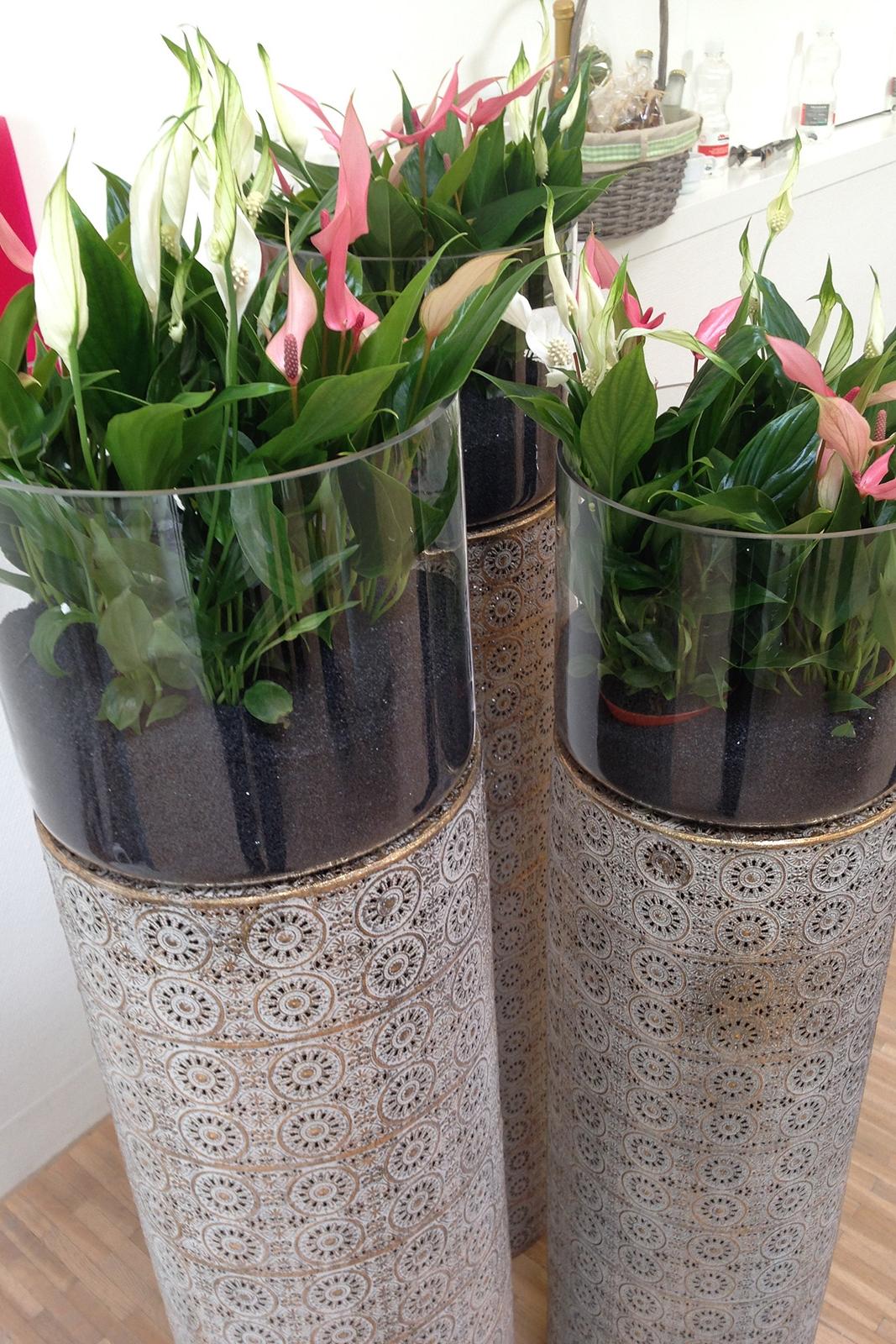 Vasen auf Säulen für individuelle Bepflanzung
