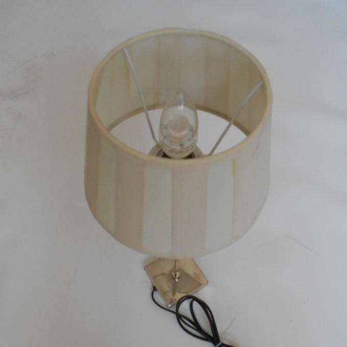 weisse Lampe getreift 094164