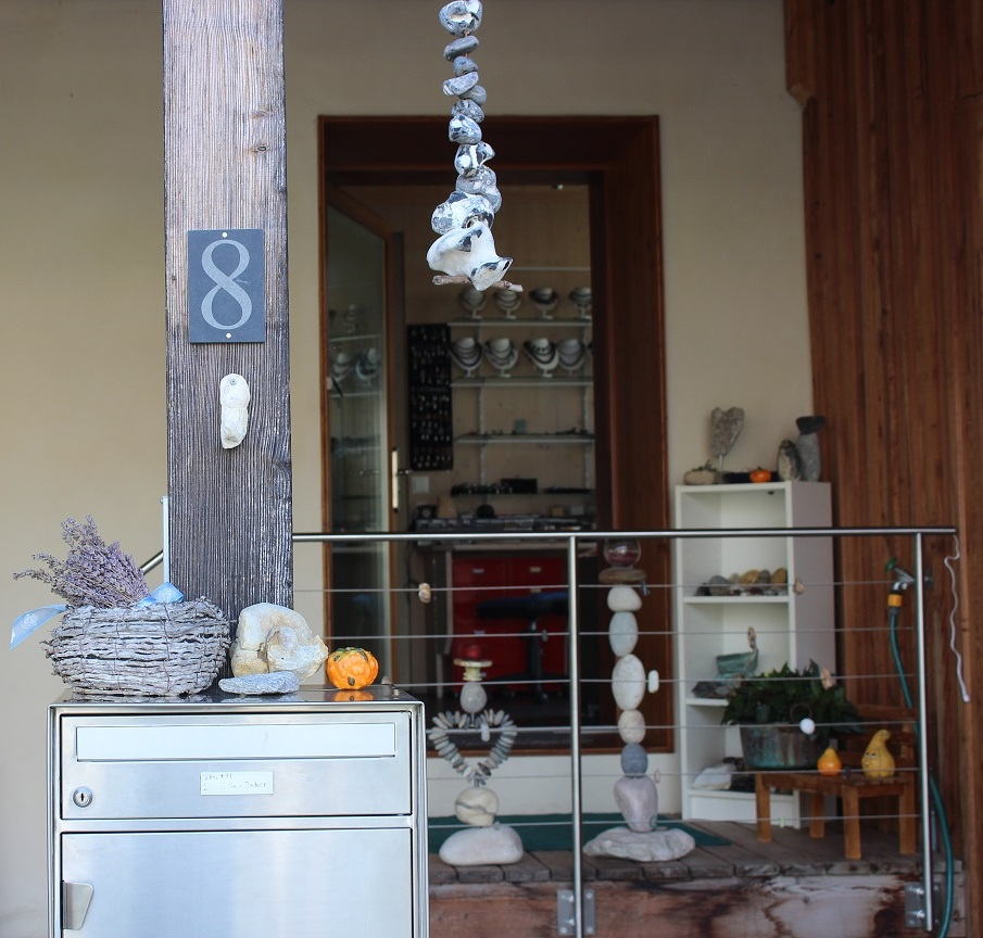 Eingang zur Innen -  Austellung von Schmuck,silberschmiedearbeiten und anderen Steingegenständen