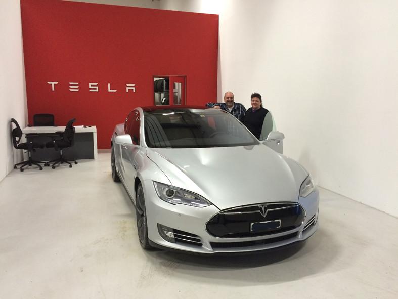 Möhlin 17.04.2015 (Tesla Servicecenter > Übergabe Tesla Model S P85D)