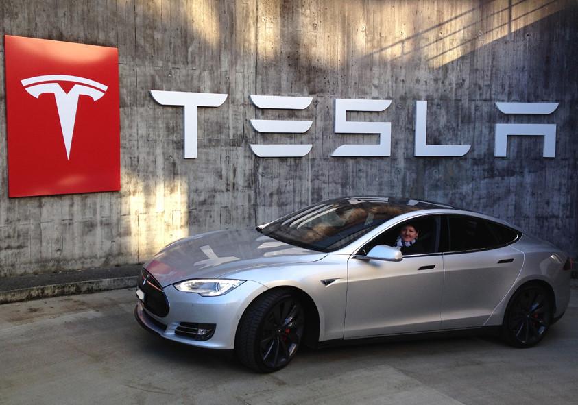 Bern-Galgenfeld 24.12.2015 (Tesla Servicecenter)