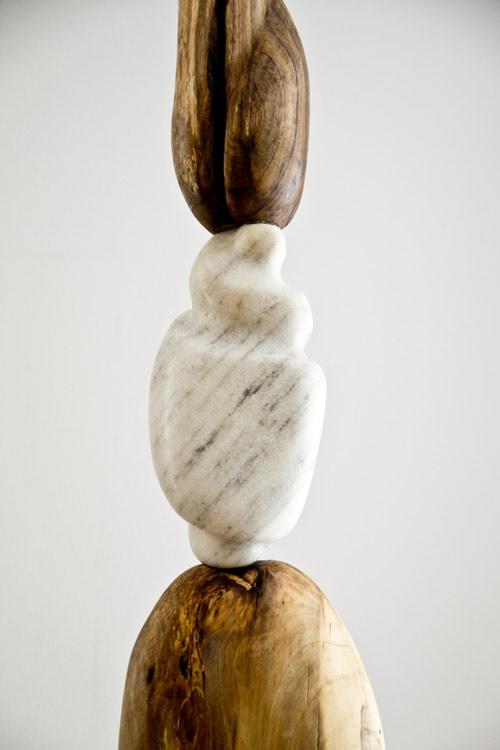 Tänzerin, Skulptur, Nussbaum / Tessiner Marmor, 2,34 m x 0,30 m © Susanne Musfeldt-Gohm, 2016