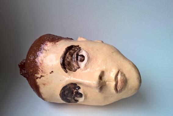 liegender Kopf, Keramik glasiert, 1997