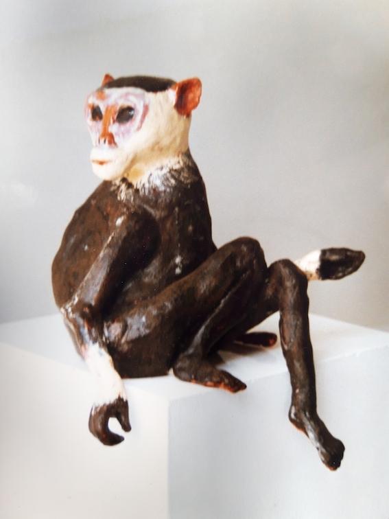 Affe, 2002, Keramik glasiert, (62 x 32 x 34 cm)