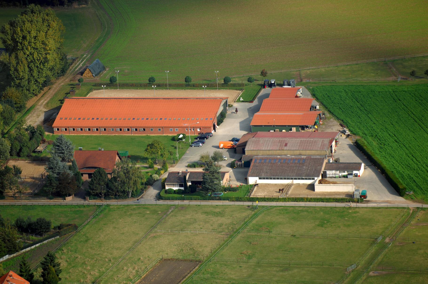 Luftaufnahme der Reitanlage Niershof