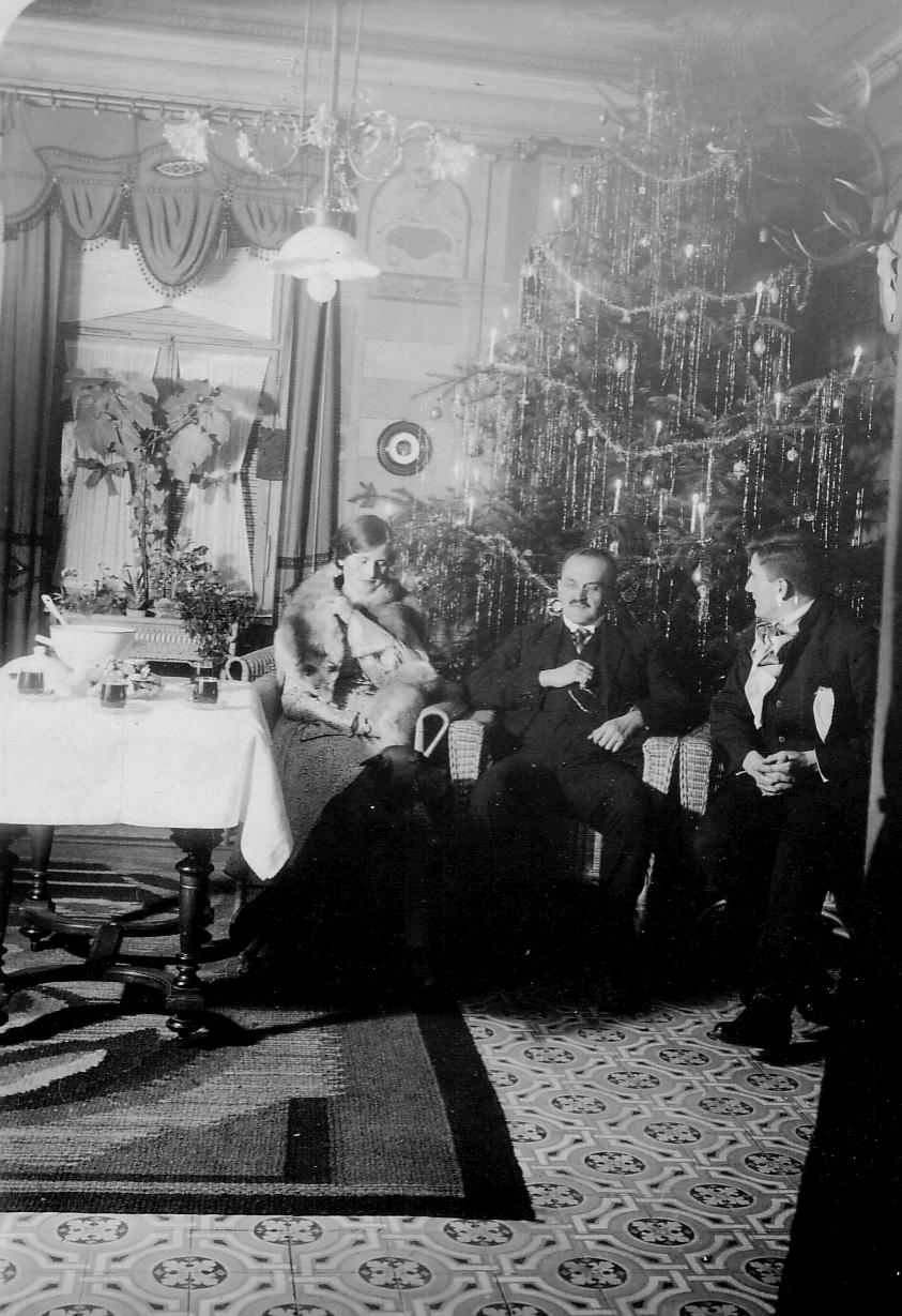 1929 Weihnachten (von li. Elisabeth, Oskar, Werner)
