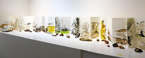 Au fil des pierres - leporello- encre de chine, aquarelle, sable, pierres