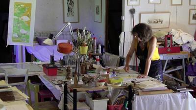 Tirage de gravure sur bois dans l'atelier de la Scierie