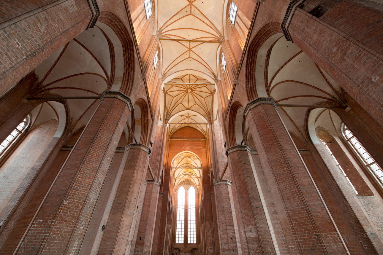 ... neues Gewölbe auf alten mächtigen Mauern