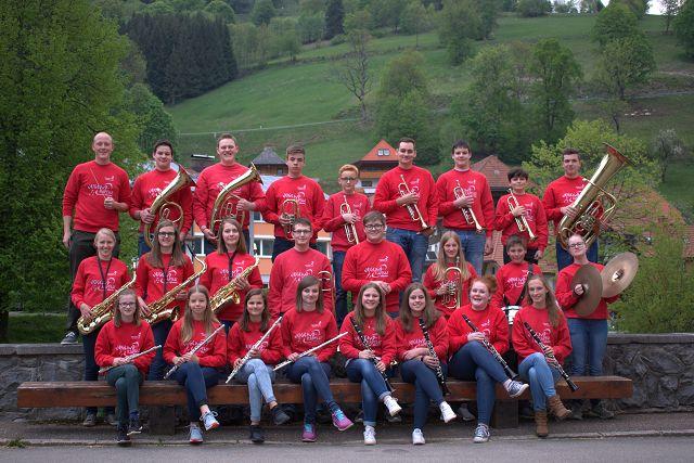 Hier die Bläserjugend Wieden e.V. 2019. Dirigent Simon Behringer  ganz links hinten im Bild. (Bild mki)